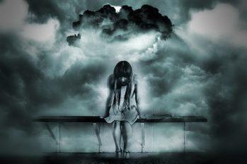 Mujer-nubarrones-esquizofrenia